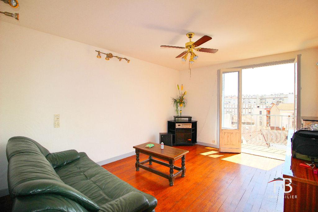 location appartement roanne 3 pi ce s m2. Black Bedroom Furniture Sets. Home Design Ideas